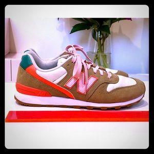 New Balance Women's 696 Sneakers Size 9